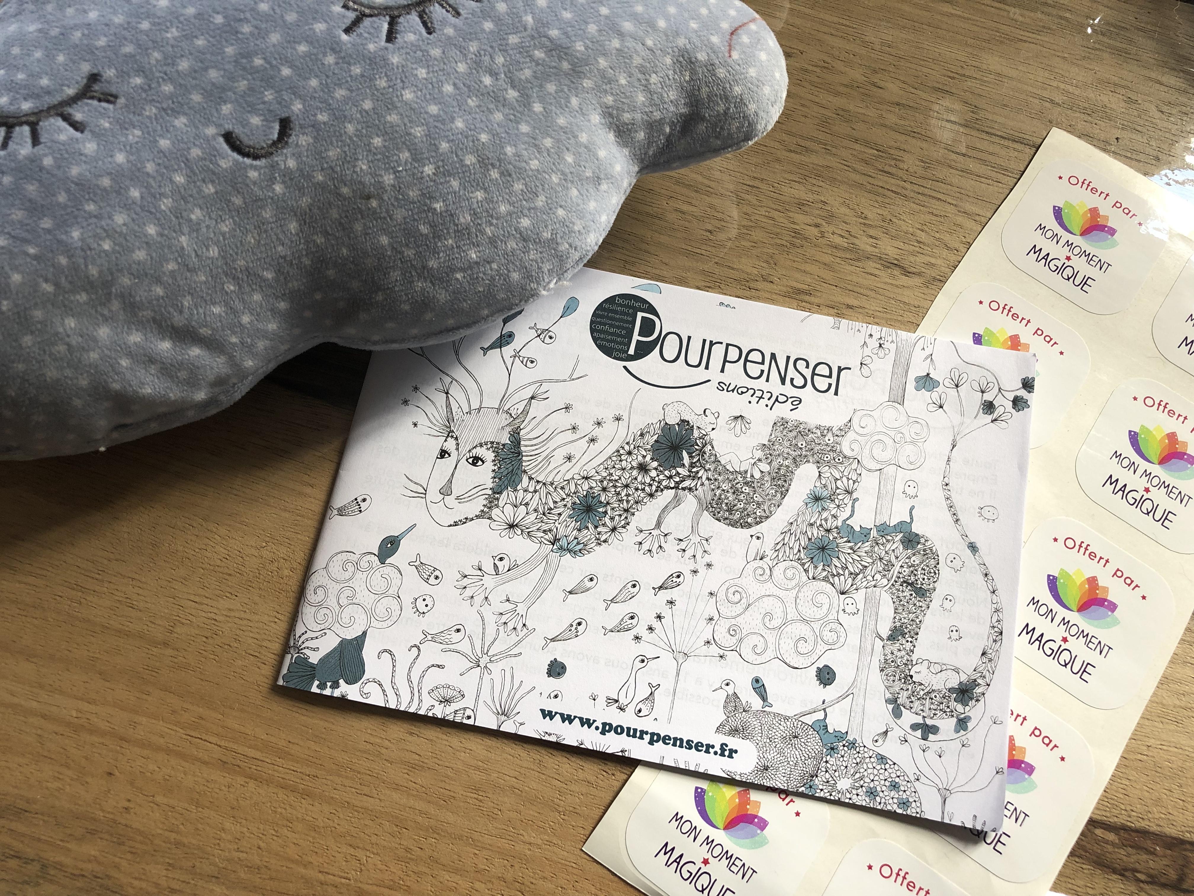 Des livres des éditions Pourpenser en cadeau dans les ateliers MMM